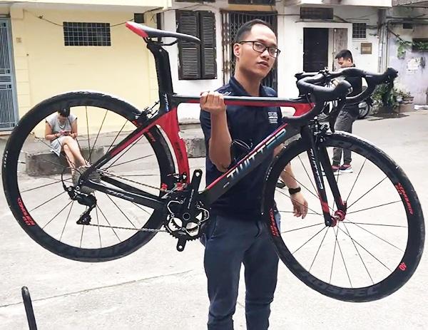 trọng lượng siêu nhẹ của xe đạp twitter t10 pro chỉ 8,5kg
