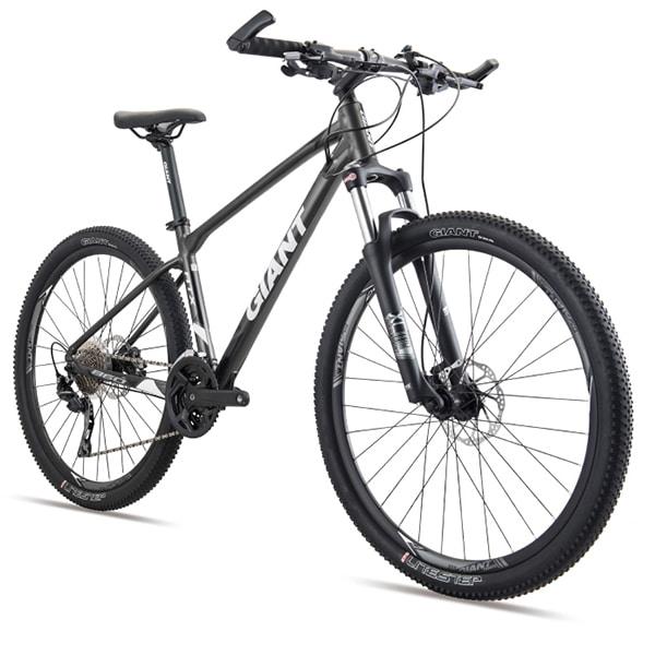 xe đạp giant atx 860 màu đen trắng chụp nghiêng