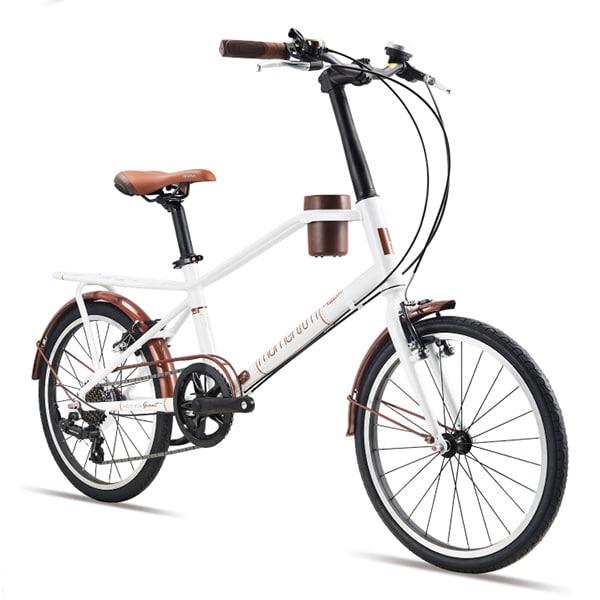 xe đạp giant momentum iNeed Espresso màu trắng chụp nghiêng