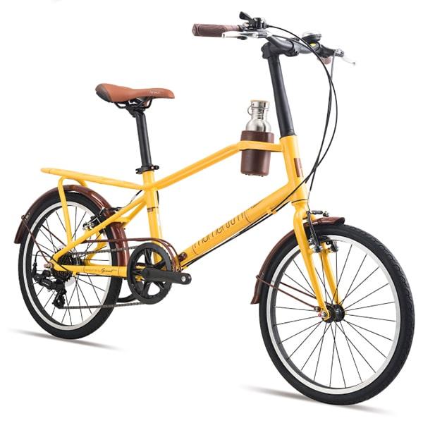 xe đạp giant momentum iNeed Espresso màu vàng chụp nghiêng