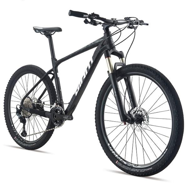xe đạp giant xtc 820 màu đen chụp nghiêng