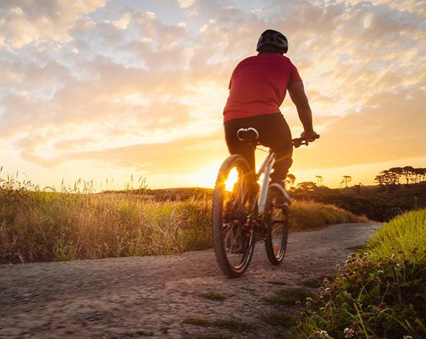 đạp xe đạp vào buổi sáng trước ăn giúp giảm cân hiệu quả